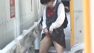【盗撮】マーキング状態で野外立ちションする野良犬も傍迷惑な下校途中の制服JKたち♪