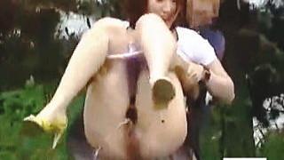 【盗撮】公共の場で野ションかましてる不届きな淑女たちに放尿晒しの鉄槌を食らわせたった♪