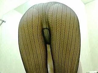 【盗撮】フィットネスクラブの更衣室でボディケアに余念がない黒ストレオタード女子♪