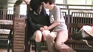 【盗撮】公園のあちらこちらでイチャつくカップルたちを片っ端から撮ってやったわ♪