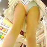 【盗撮】ショッピングを楽しんでる女子たちのパンチラを楽しむ不届きなマニアたち♪