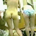 【盗撮】若い娘から熟女まで幅広いレンジで全裸女体が楽しめる健康ランドの女湯脱衣所♪