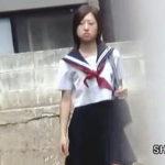 【盗撮】下校途中にパンティー泥棒に遭遇しちゃったお気の毒なセーラー女子校生♪