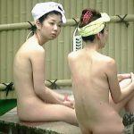 【盗撮】個性的なタオル芸と女体で観る者を魅了する温泉露天風呂の全裸女子たち♪