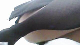 【盗撮動画】黒ストッキングのOLが公衆トイレの和式便器でブリブリウンコしてますた♪