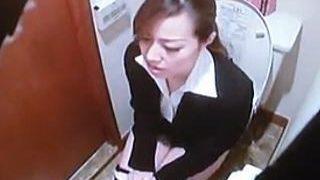 【閲覧注意】カメラが仕込まれたホテルにチェックインしたOLがウンコ姿を撮られとった♪