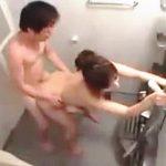 【盗撮】姉のことが好き過ぎて隠し撮りしてた弟が堪らず風呂凸してヤッてもうたわ♪