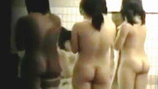 【盗撮】JDサークルが一斉に入浴しちゃって激混み状態になってる合宿所の女風呂♪