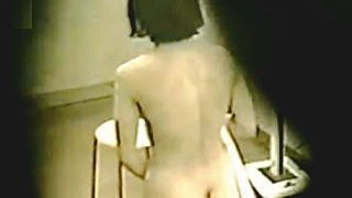【盗撮】深夜の女風呂脱衣所を覗いたら全裸淑女が貸切状態で立ちオナニーしてますた♪