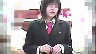 【盗撮】制服女子校生たちでごった返すショップではパンチラ狙いのゲッターも大忙し♪