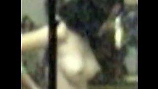 【盗撮】覗きの基本と醍醐味を感じさせる美乳女子によるブラジャー装着映像♪