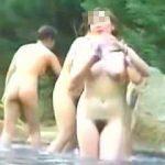 【盗撮】大自然に囲まれた情緒溢れる白昼の露天風呂は全裸女子も覗き放題だった件♪