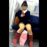 【盗撮】電車の座席に座ってる女子たちのあるある風景を無許可撮りして晒すヤツ♪