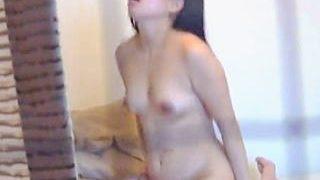【盗撮】部屋で彼氏とセックスしながらアヘ声聞かせてくれるチョット太目な女の子♪