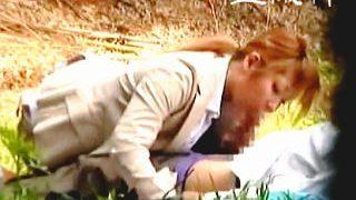 【盗撮】社内の男子の間では有名なヤリマンOLたちが想像通りの野外セックスしとった♪