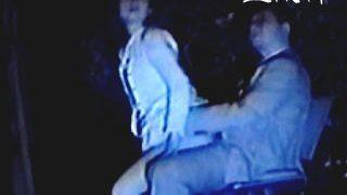 【盗撮】野外セックス目的のカップルで賑わう競争率の高い夜の公園の淫行ベンチ♪