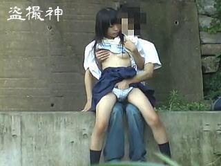 【盗撮】一年中発情期なのに夏場は増し増しになっちゃう女子校生の野外セックス事情♪