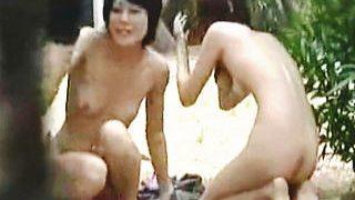【盗撮】スケベ過ぎるビキニ女子たちの水着を剥ぎ取って懲らしめるジャスティス軍団♪
