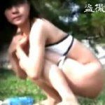 【盗撮】猛烈な尿意に襲われて夏のシンボル的BGMに乗せて野ションしてるビキニ美女たち♪