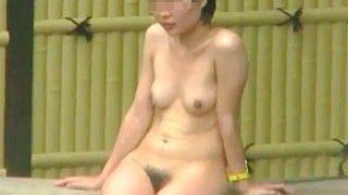 【盗撮】覗きマニアが集結する露天風呂の激ヤバなガチ素人女子たちの全裸入浴絶景♪