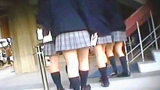 【盗撮】女子校生たちの風俗嬢の如く乱れきった学園生活を赤裸々に記録した生真面目JK♪