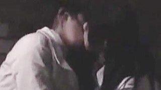 【盗撮】夜の公園の闇に紛れてイチャつきながら何やらプレイしてるレズカップルがいますた♪