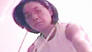【盗撮】某有名アスリートらしき女性がトイレでオシッコしてる姿を電波盗撮されとりますた♪