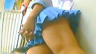 【盗撮】全国に爽やかな旋風を巻き起こした中〇女子の制服JKはやっぱりスケベなパンチラ娘だった件♪