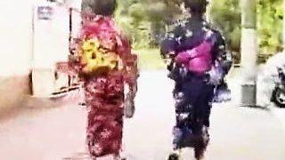 【盗撮】真夏の縁日で賑わう下町では浴衣女子たちの強制パンツ晒しが密かな名物になってる件♪