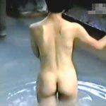 【盗撮】誰もいない古風な露天風呂に入浴してる均整のとれた美ボディお姉さんを覗き撮り♪
