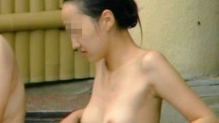 【盗撮】露天風呂に入浴中のスッピン女子を撮ってたら女盗撮師の手口が丸わかりになった件♪