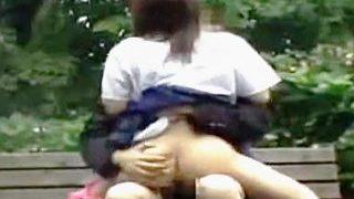 【盗撮】真昼間の公園で呑気に野外セックスしてる野良犬以下のポンコツ学生カップル♪