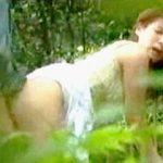 【盗撮】白昼の公園の片隅で既婚のリーマンと野外セックスしてる不倫相手の都合のいいお嬢さん♪