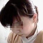 【盗撮】トイレでオシッコ中のアソコとオシッコを終えた素顔を接写された素人お姉さんたち♪