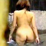 【盗撮】貸切状態の混浴熱湯露天風呂に入浴してる微妙な距離感の訳ありカップルを覗き撮り♪