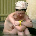 【盗撮】露天風呂だから覗かれても全く文句が言えない状況で全裸をオカズにされてる温泉女子たち♪