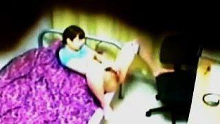 【盗撮】女子寮に住む女子大生の部屋オナニーを天井裏から必死に覗き撮ってる初老の管理人♪