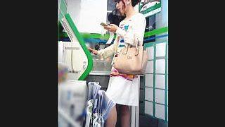 【盗撮】コンビニで見かけたキレイなスカート女子限定で逆さ撮りすることにしてる面食いなオレ♪
