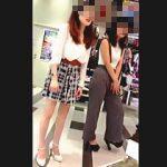 【盗撮】ショッピングセンターのテナントで働く店員さんを開店早々逆さ撮りする女撮り師♪