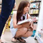 【盗撮】ショッピング中の可愛い女の子を発見して初めてのパンチラ撮りにチャレンジした結果♪