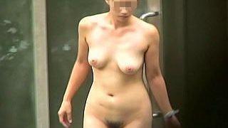 【盗撮】覗き屋のカメラが狙ってる露天風呂にやってきた全裸ビーナス淑女たちの悩殺絶景♪