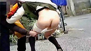 【盗撮】パンツが観たいというよりも女子たちの嫌がる仕草や悲鳴に悦びを覚えてるスカメク軍団♪
