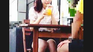 【盗撮】オープンカフェでお茶してる清楚なお嬢様のふしだらなパンチラをじっくり観賞しますた♪