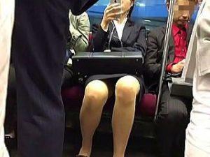 【盗撮】よく見てみれば普段の生活の中には女子たちによる大量のパンチラが溢れてる件♪