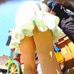 【盗撮】人気のテーマパークでテンションアゲアゲの無警戒パンチラを撮ることがマニアの裏テーマ♪