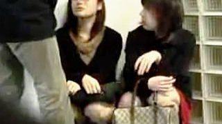 【盗撮】街中でまさかの強制ザーメンぶっ掛けプレイに付き合わされたまったくツイてない女子たち♪