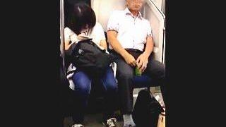 【盗撮】犯行の決定的瞬間!電車内で隣に座ってる女子に体液ふり掛けてる変態白髪ハゲオヤジ♪