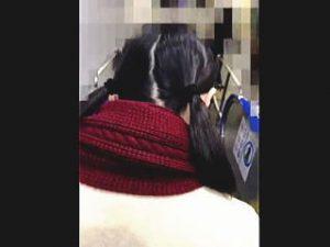 【盗撮】通学電車内で初めての痴漢体験にちょっぴり涙ぐんでる可哀想なツインテールの女子校生♪