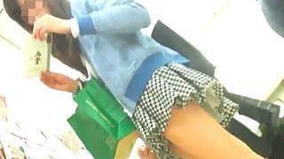 【盗撮】ターゲットとしてはAクラスでオカズとしては極上品の女の子の最高級パンチラ映像♪
