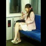【盗撮】撮り師の視界に入ったばかりにスカメクパンチラ撮りされて電車内の素顔も晒された素人女子♪